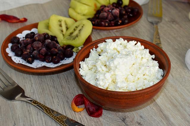 Essen ohne Kohlenhydrate: Eiweißhaltiger Hüttenkäse
