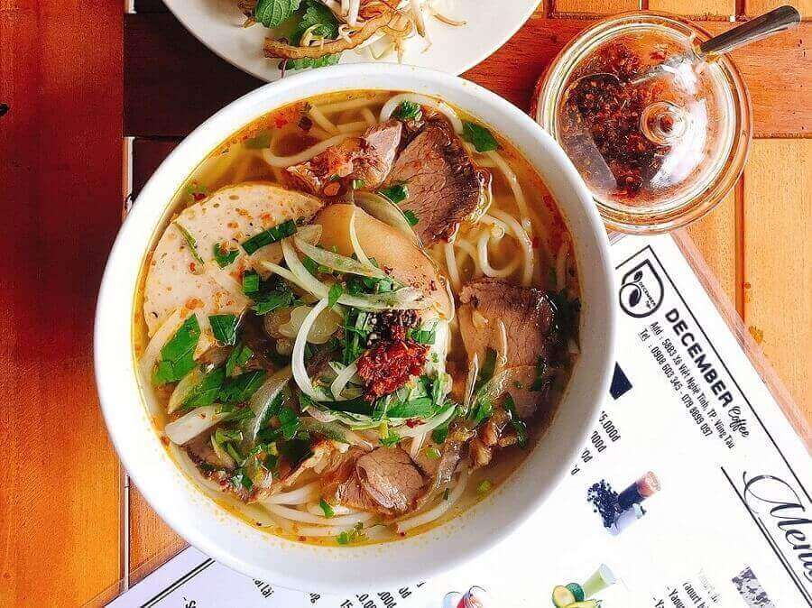 Asiasuppe mit Konjak-Nudeln
